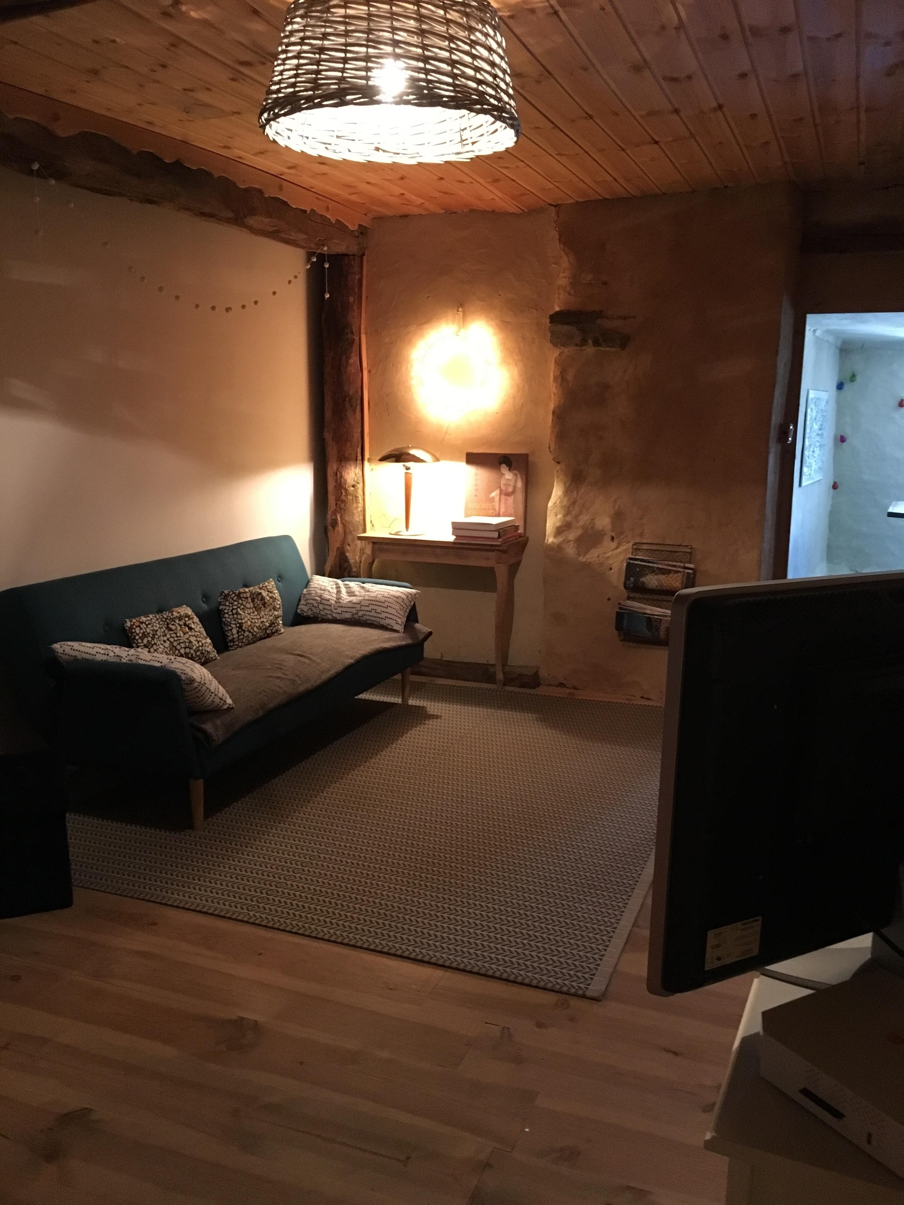 Gite les Clots Clément - salon TV - coin lecture