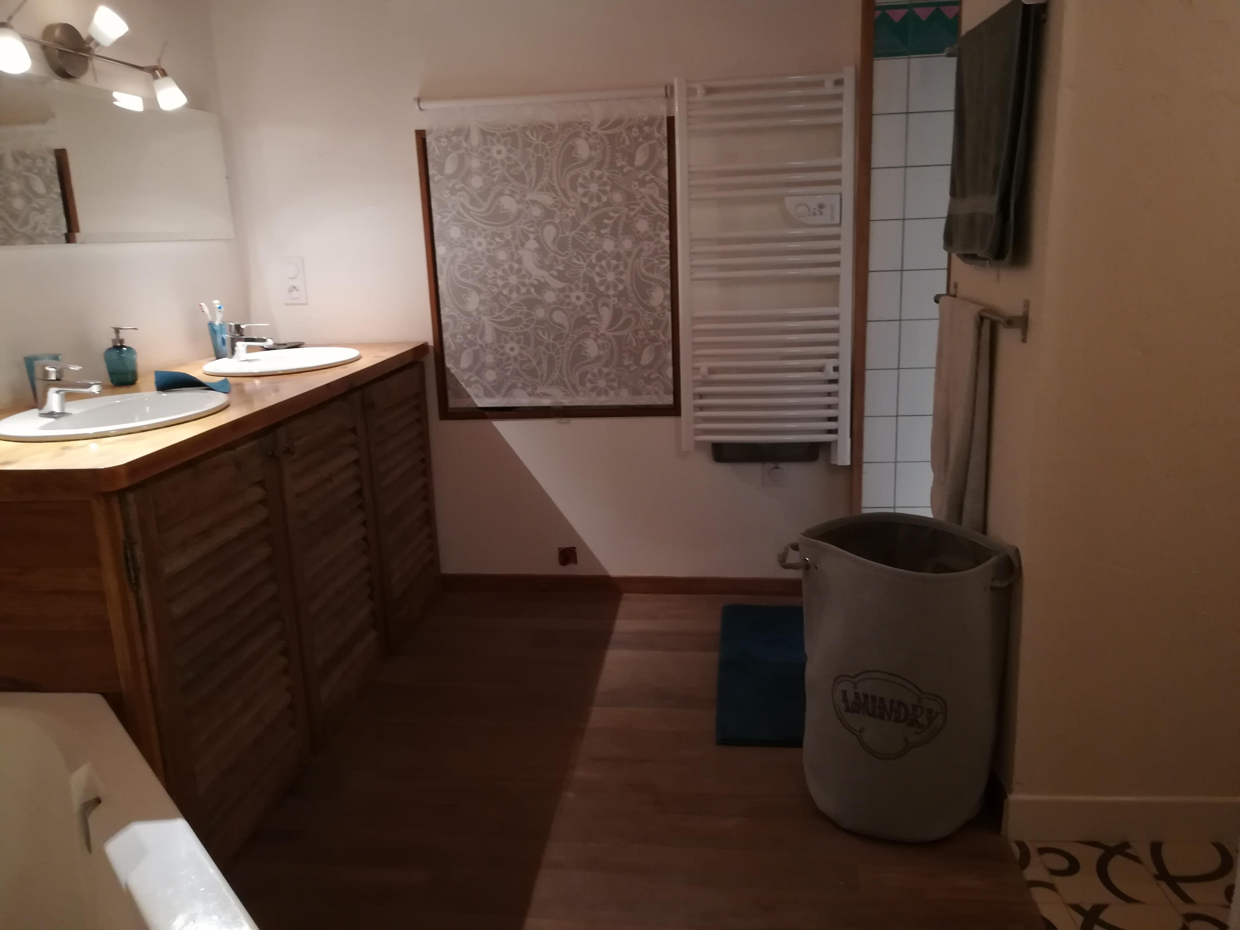 Gite les Clots Clément - salle de bain et douche